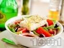 Рецепта Гръцка салата (домати, краставици, чушки, маслини, лук и сирене Фета)